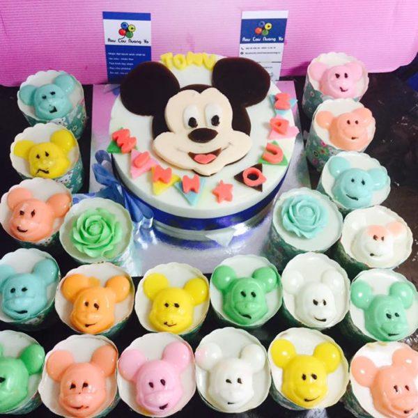 chuot-mickey-va-cupcake