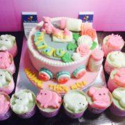 em-be-binh-sua-va-cupcake-3