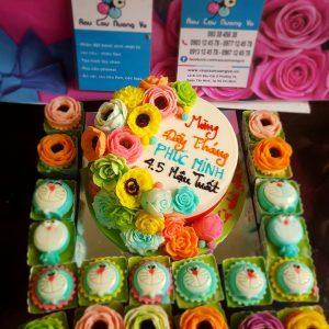 banh hoa day thang va cupcake